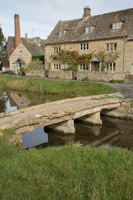 Stone Bridge, Lower Slaughter Village, Cheltenham, England, UK