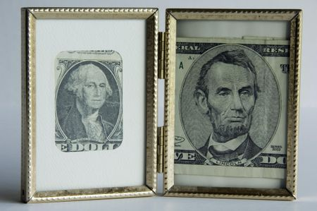 Pictureholder with U.S. currency -- portraits of Presidents Washington and Lincoln