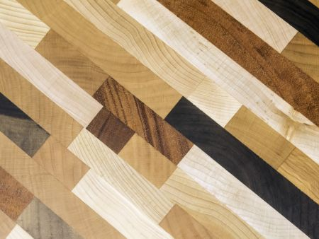 Pattern of parallels in wood: Detail of cutting board for use in kitchen