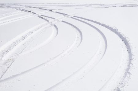 Winter curves: Tracks of automobile tires in snow
