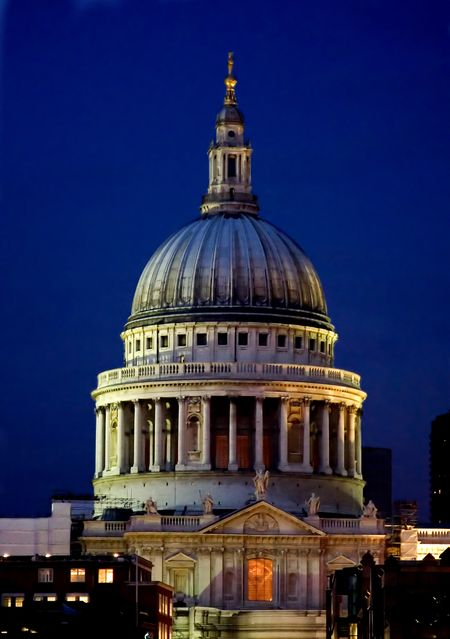 london famous landmark st pauls cathedral at night