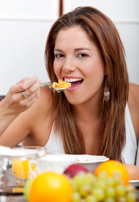 Beautiful woman eating a healthy nutritional breakfast