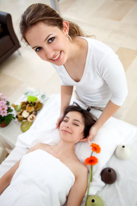 Beauty and spa girl giving a massage | Freestock photos