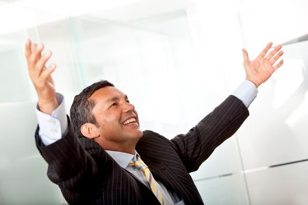 Business man with opened arms at the office