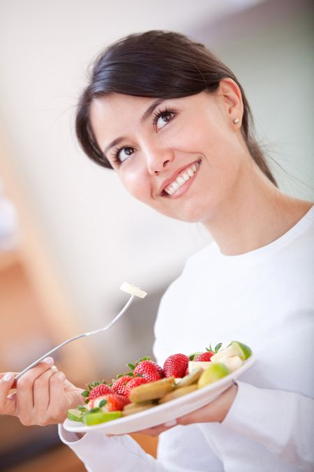 casual woman at home smiling and having breakfast