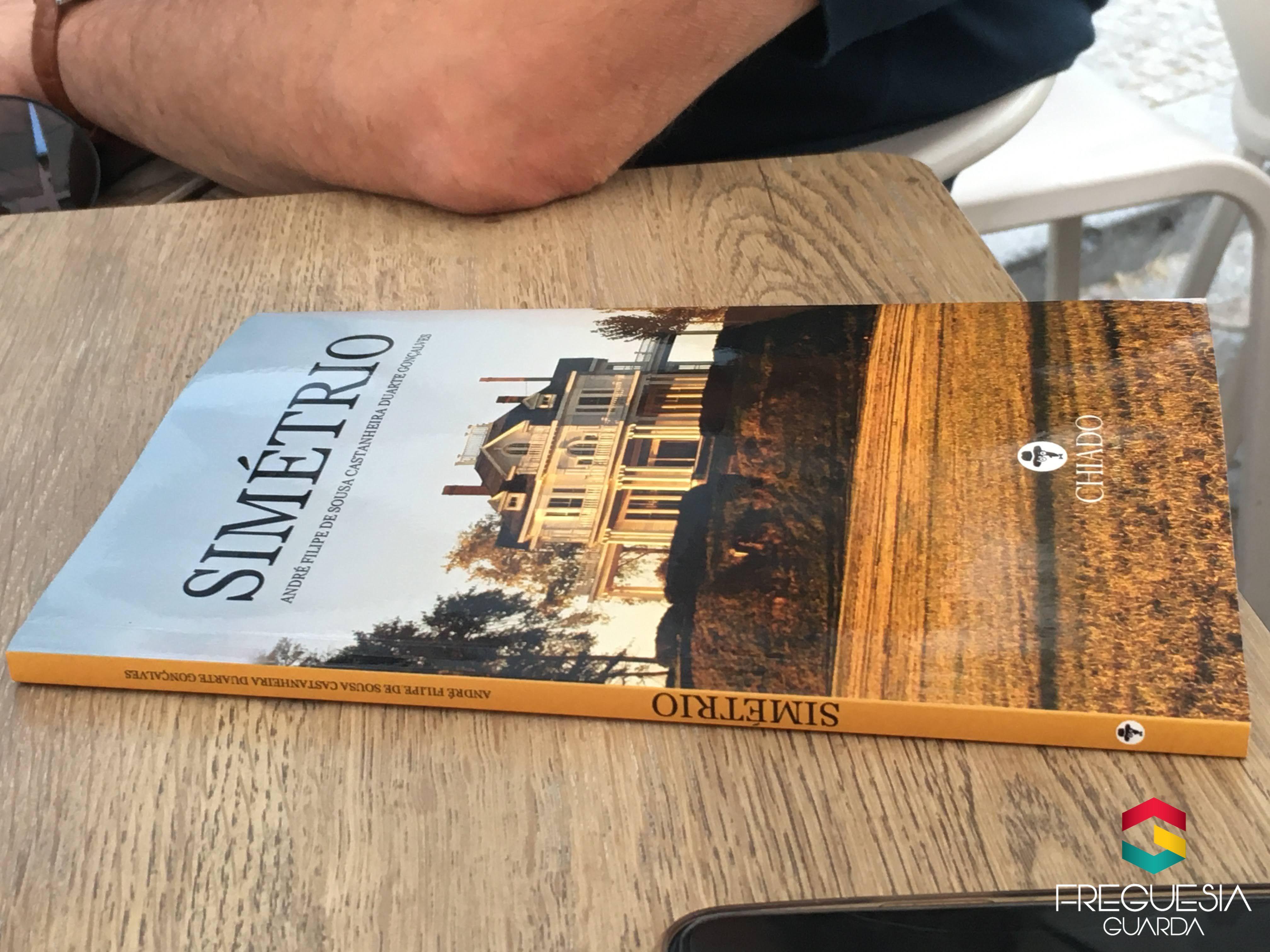 """""""Simétrio"""" - 1º livro do André"""