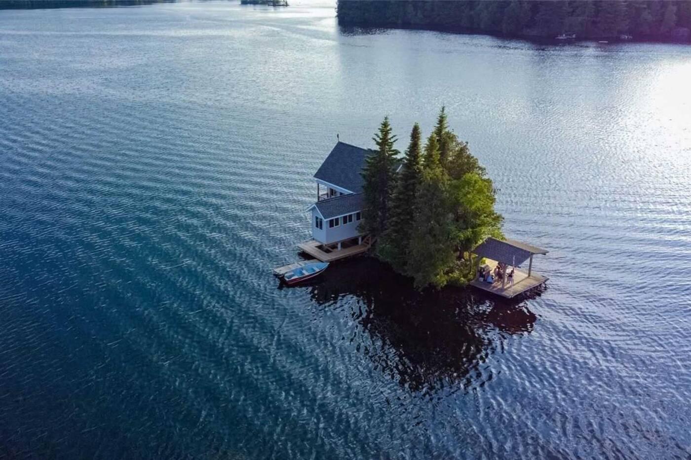 1 STEENBURG LAKE ISLA