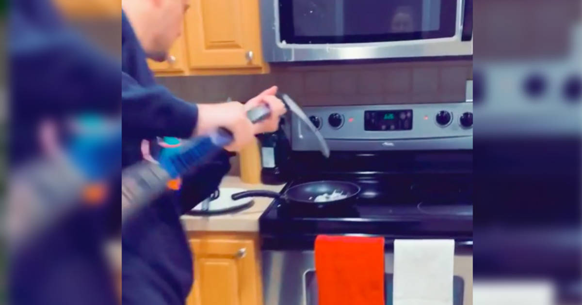 This hockey player making breakfast is the most Canadian thing ever