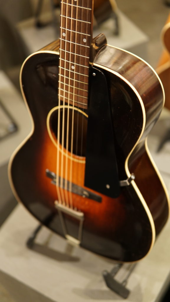 Catch(es) of the Day: Two Gibson L-50s | Fretboard Journal