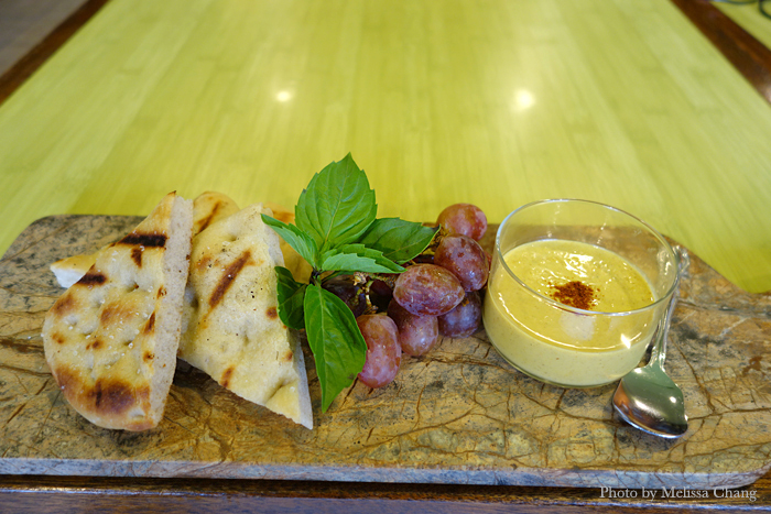Curried roasted pepper hummus with house made flatbread.