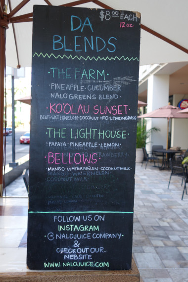 Nalo Juice's daily menu, found outside 24 Hour Fitness on King and Bishop streets.