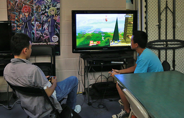 They have console games too. A Diddy Kong player challenged a guy playing Dark Pit.