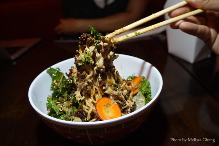How to eat the kung pau hana ban mian.