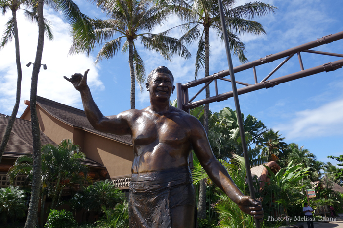 A statue of Hamana Kalili of Laie, who originated the shaka.