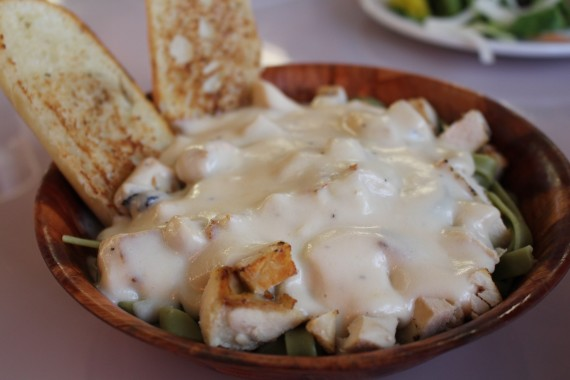 Chicken Alfredo - served with spinach fettuccine. There's a lot in this seemingly small bowl including generous chunks of chicken and the garlic bread is fresh, crispy with a nice balance of salt and garlic. The alfredo sauce is very light, it could use a bit more garlic and cheese. $12