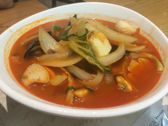 Jjampong - spicy seafood stew