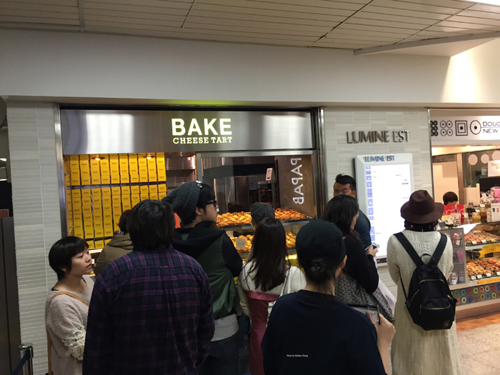 The first part of the line at Bake, which zigzags in front of the order window.