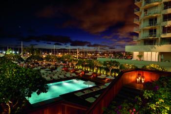 The Modern Honolulu Sunrise Pool