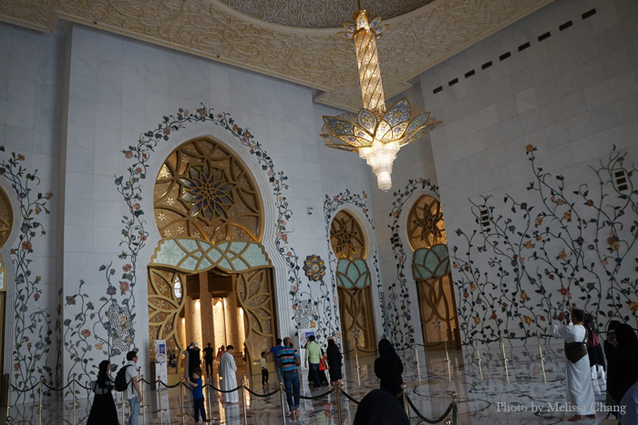 The foyer leading to the main prayer room.