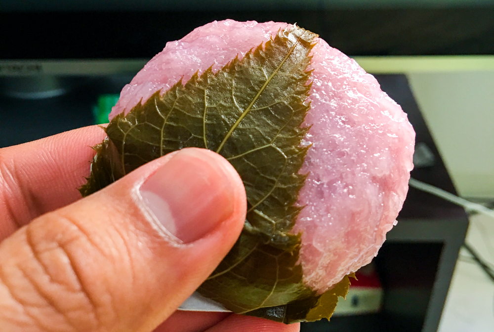 Sakura mochi (¥97/$0.97) proved to be the perfect sweet to accompany my hot jasmine tea.