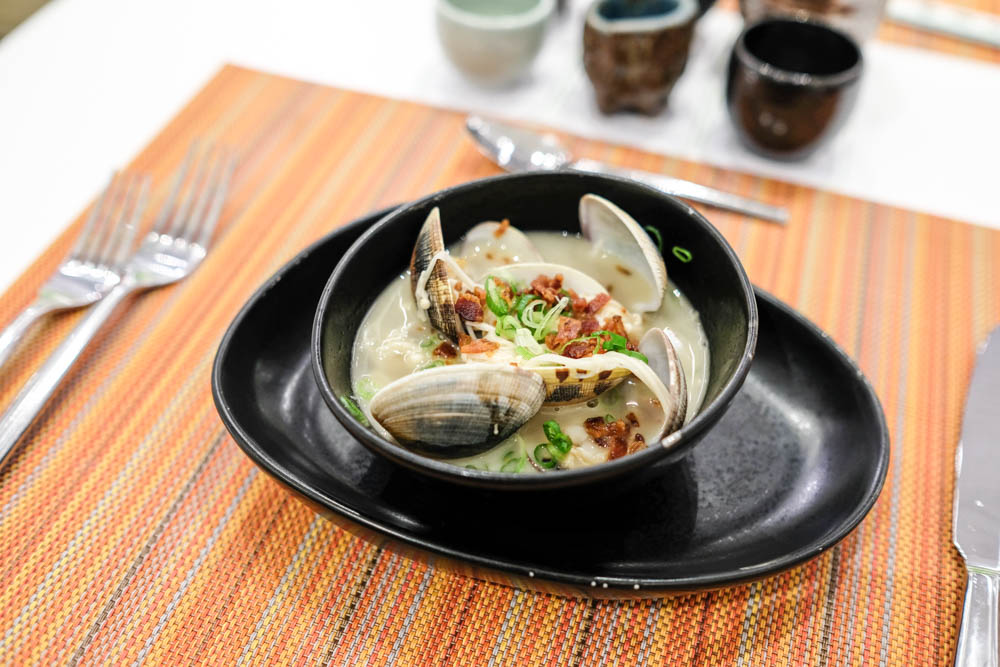 Chef slipped in an extra dishes for us to try with the Hizo Otokoyama, clams in bacon dashi.