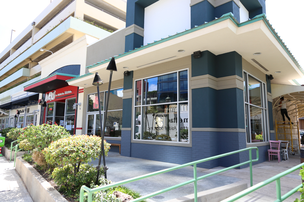 Piggy Smalls is in the former Kua Aina Burgers location in Ward Village.