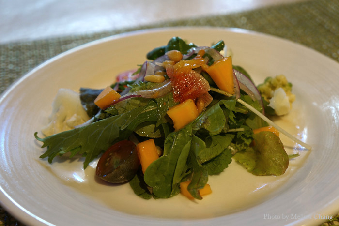Picolo mista: a petite garden salad ($4) with bits of seasonal fruit to balance out your meal.