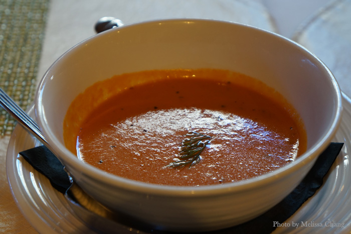 Picolo zuppa: classic tomato and basil bisque ($4), which is good with the focaccia that every table gets.