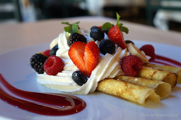 Lighter appetites will like the new frutti di bosco ($12.95) with assorted berries, banana and freshly whipped cream. Or, you can be like us and split it for dessert.