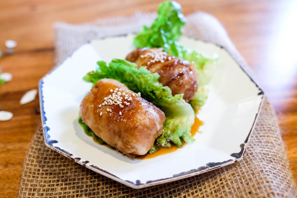 The nikumaki riceball ($3.50 plain) reminds me of the bacon-wrapped yaki onigiri at Tori Ton.