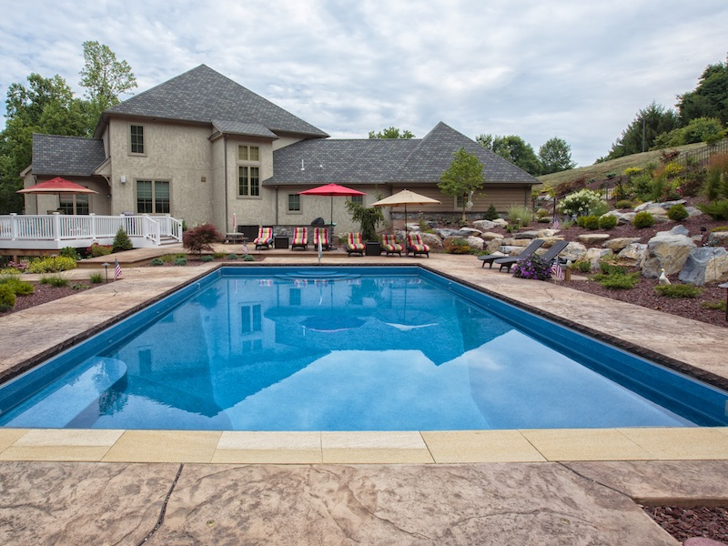Vinyl Lined Pool with Automatic Pool Cover