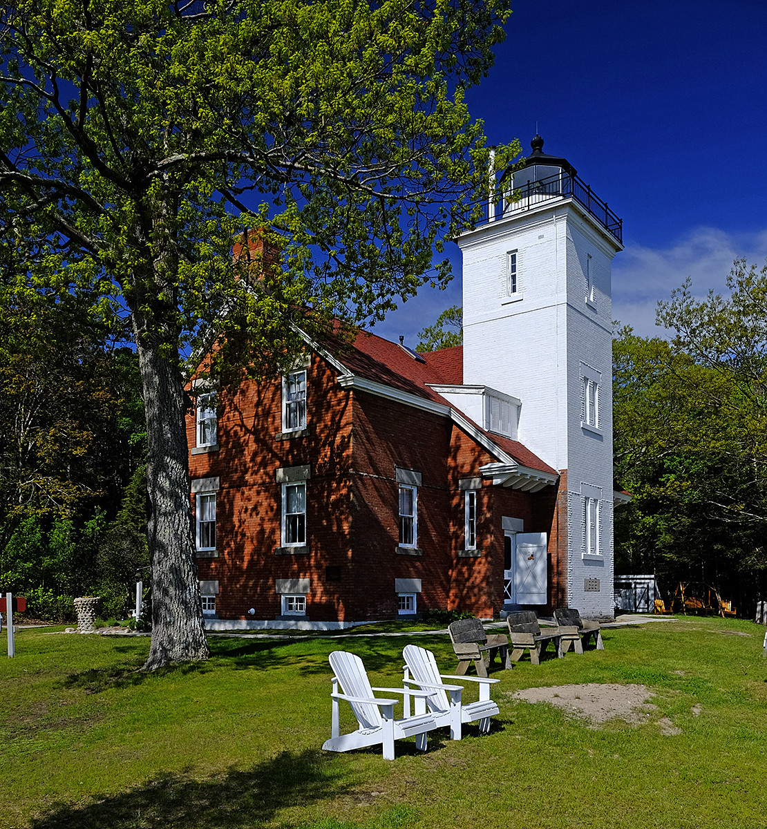 Forty Mile Point Lighthouse 1.jpg