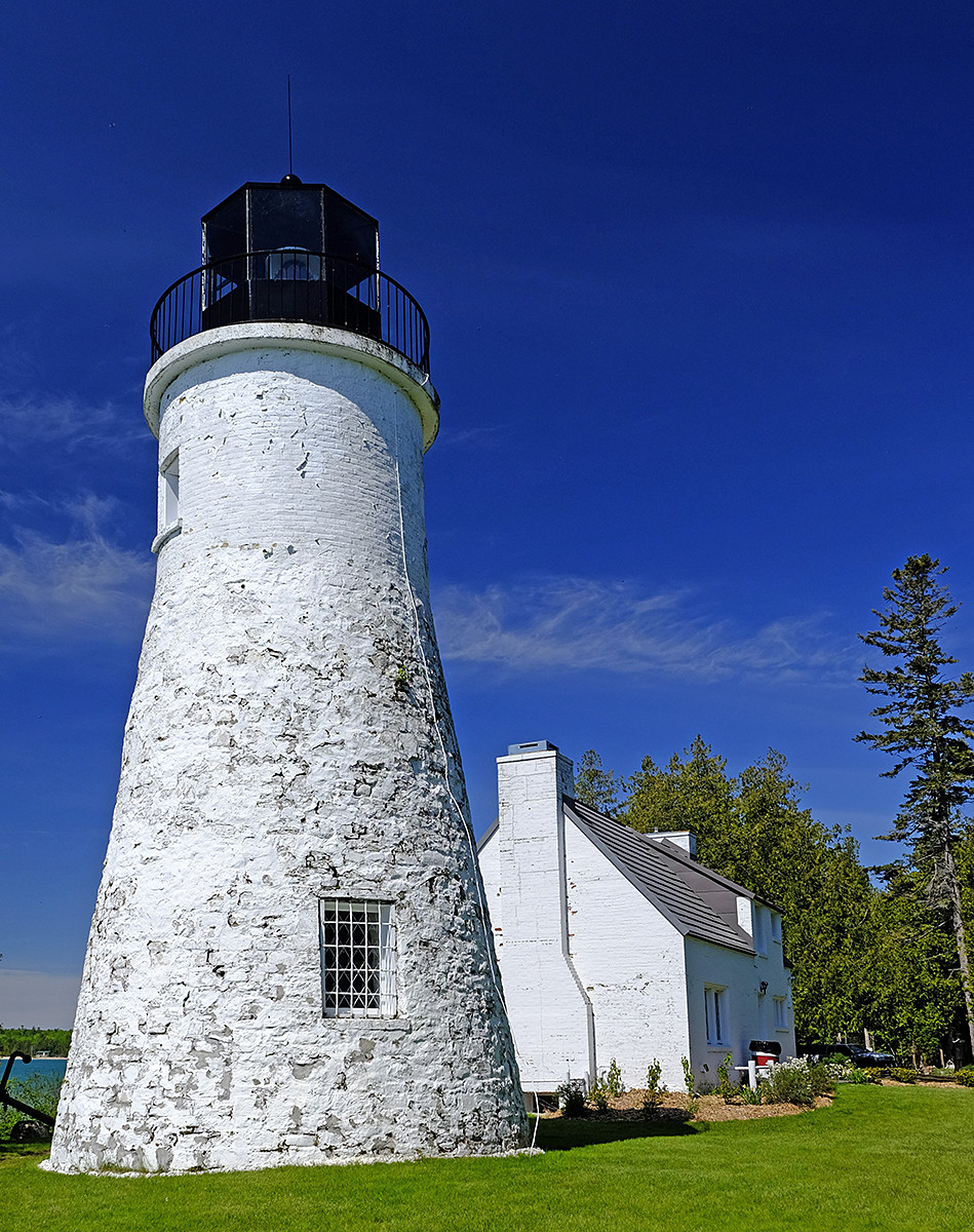 Old Presque Isle Lighthouse 1.jpg