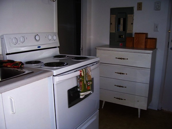 a pic of the tiny Santa Rosa kitchen in one of the apartments