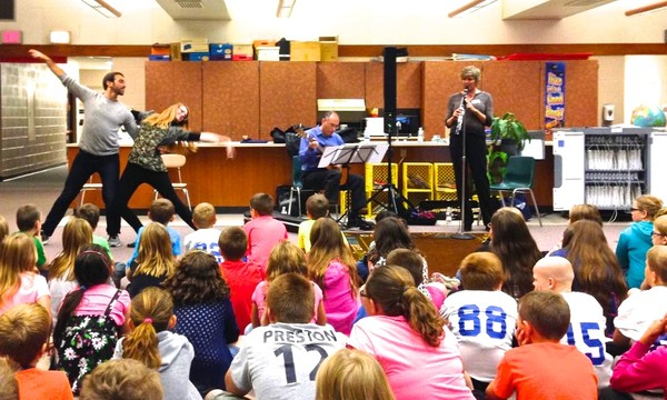 Susanne Ortner, John Marcinizyn Duo & dancers Renee Smith & Joe Nickel in AC Valley Elementary small workshop