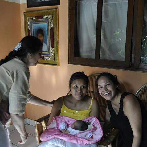 With a new mother at the Gentle Birthing Center Bumi Sehat (Bali)