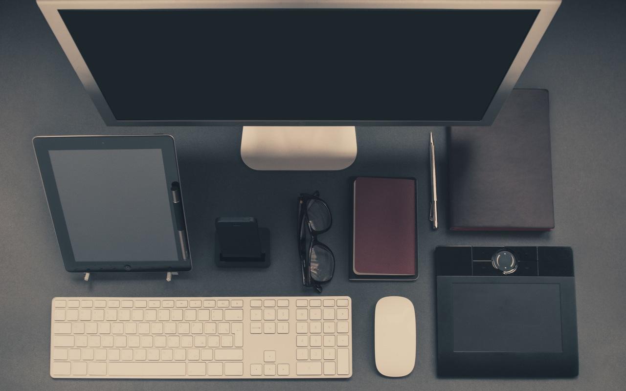 Apple iPhone Desk Office