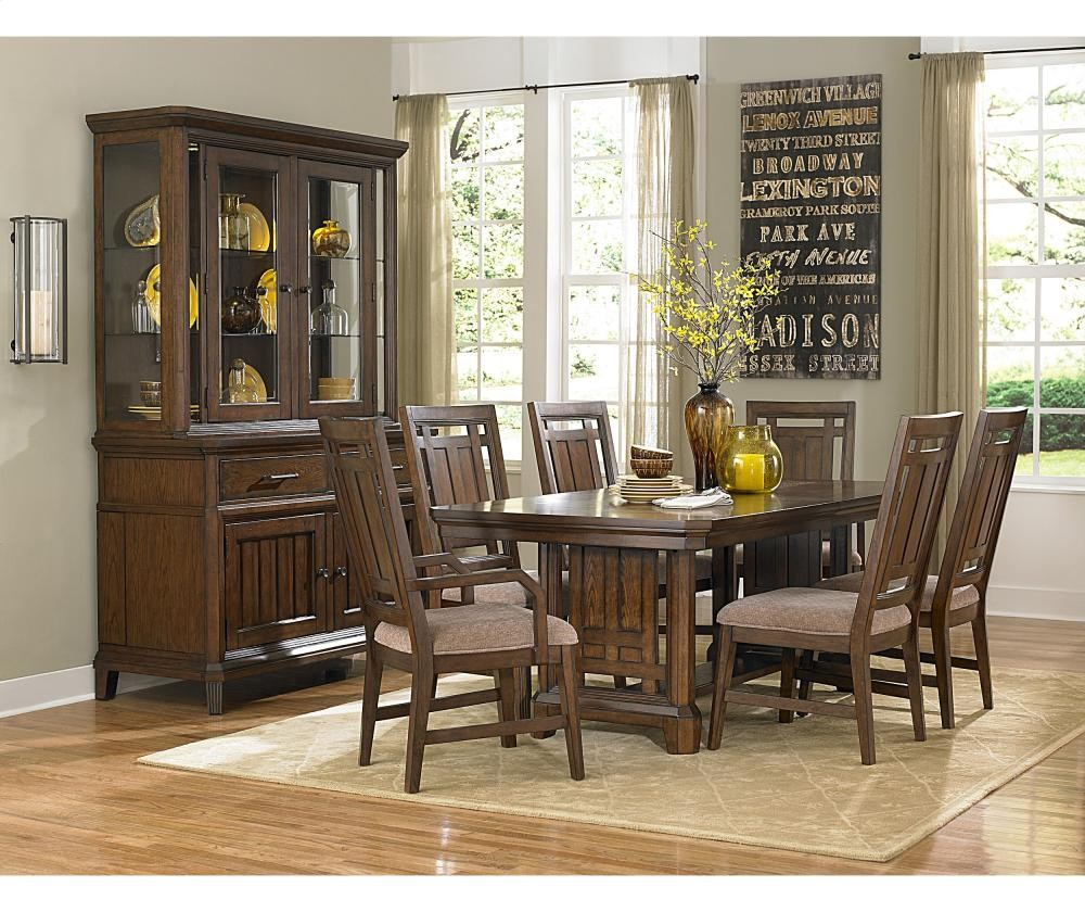 BROYHILL FURNITURE Estes Park Upholstered Seat Arm Chair