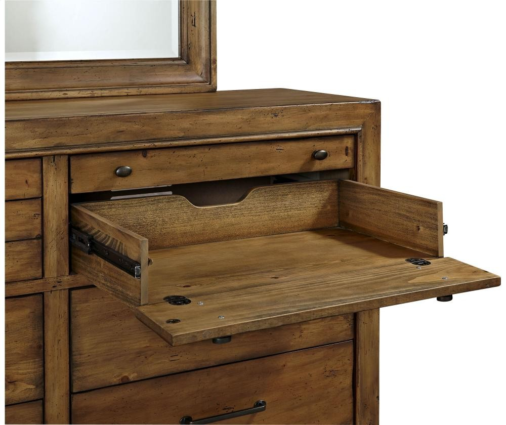 BROYHILL FURNITURE Bethany Square 10-Drawer Chesser | 4930234 ...