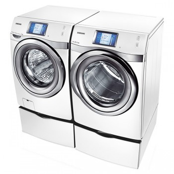 SAMSUNG 4.5 cu. ft. King-size Capacity, Touch Screen LCD Front-Load Washer (White)