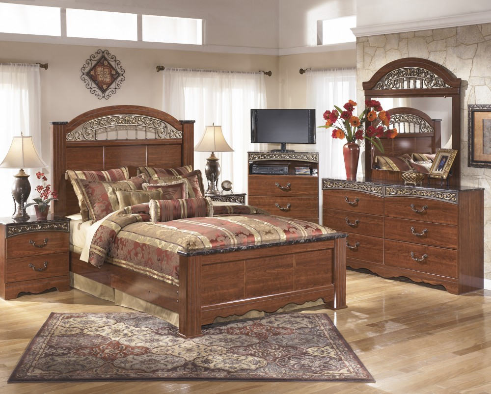 Fairbrooks Estate 7 Pc. Bedroom - Dresser, Mirror, Chest, Queen Poster Bed, Nightstand