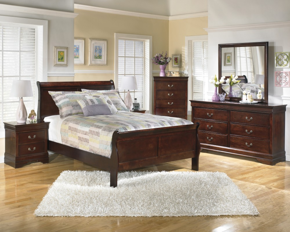Alisdair 4 Pc. Bedroom - Dresser, Mirror & Full Sleigh Bed