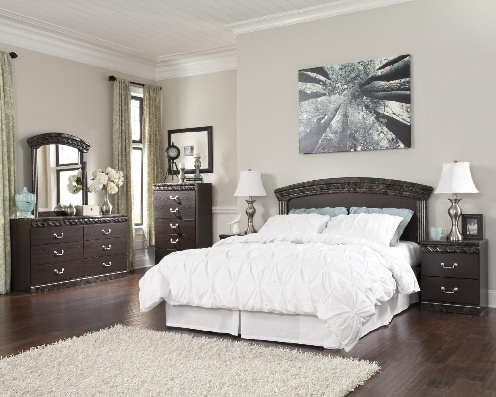 Vachel 3 Pc. Bedroom - Dresser, Mirror and Queen/Full Panel Headboard