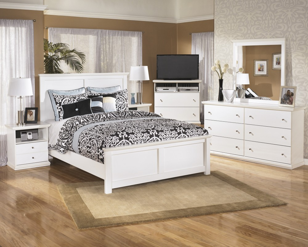 Bostwick Shoals 5 Pc. Bedroom - Dresser, Mirror & Queen Panel Bed