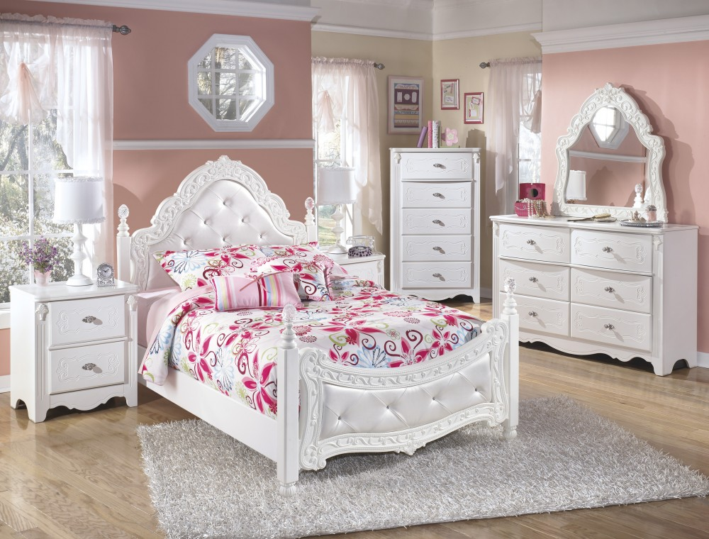 Exquisite Full Poster Bed, Dresser & French Style Mirror