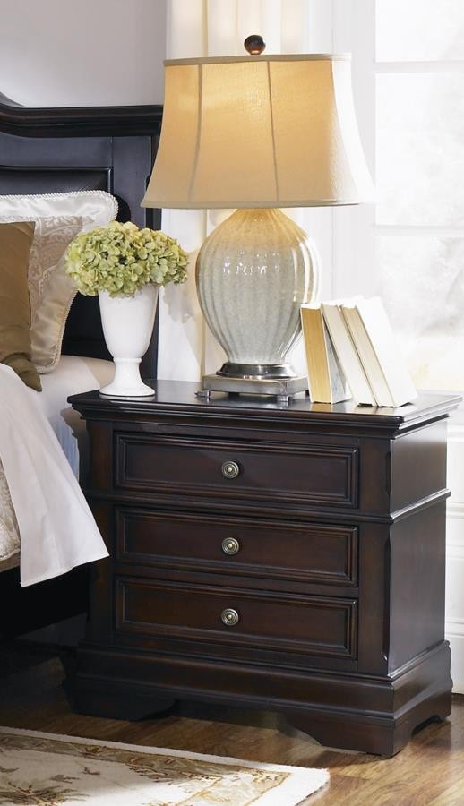 Cambridge Collection - Cambridge Three-Drawer Nightstand