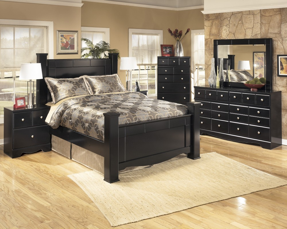 Shay 8 Pc. Bedroom -(4 Pc. Queen Poster Bed, Dresser, Mirror, Chest ...