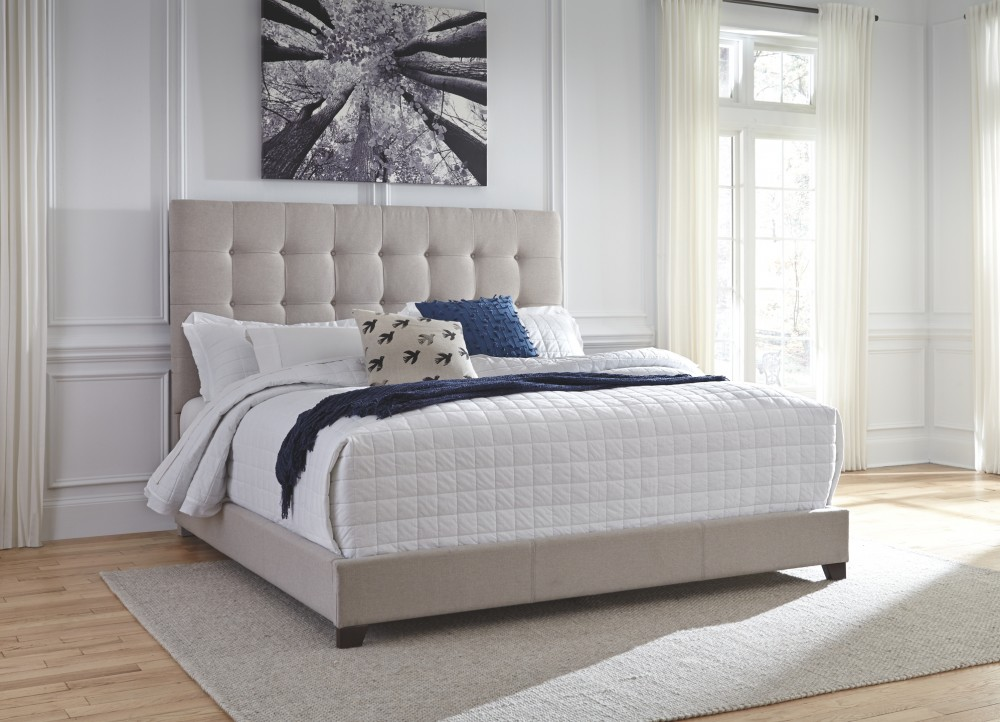 Dolante Multi Queen Upholstered Bed B130 581