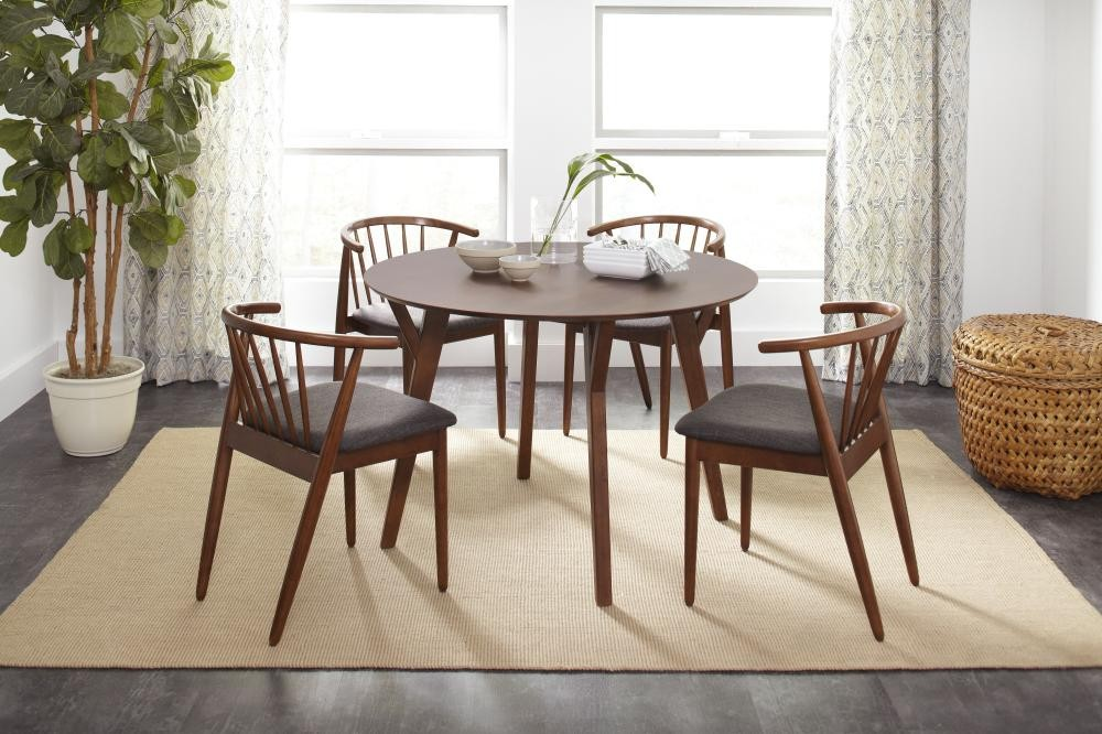 Copenhagen Round Dining Table With 4 Denmark Chairs 17695pc