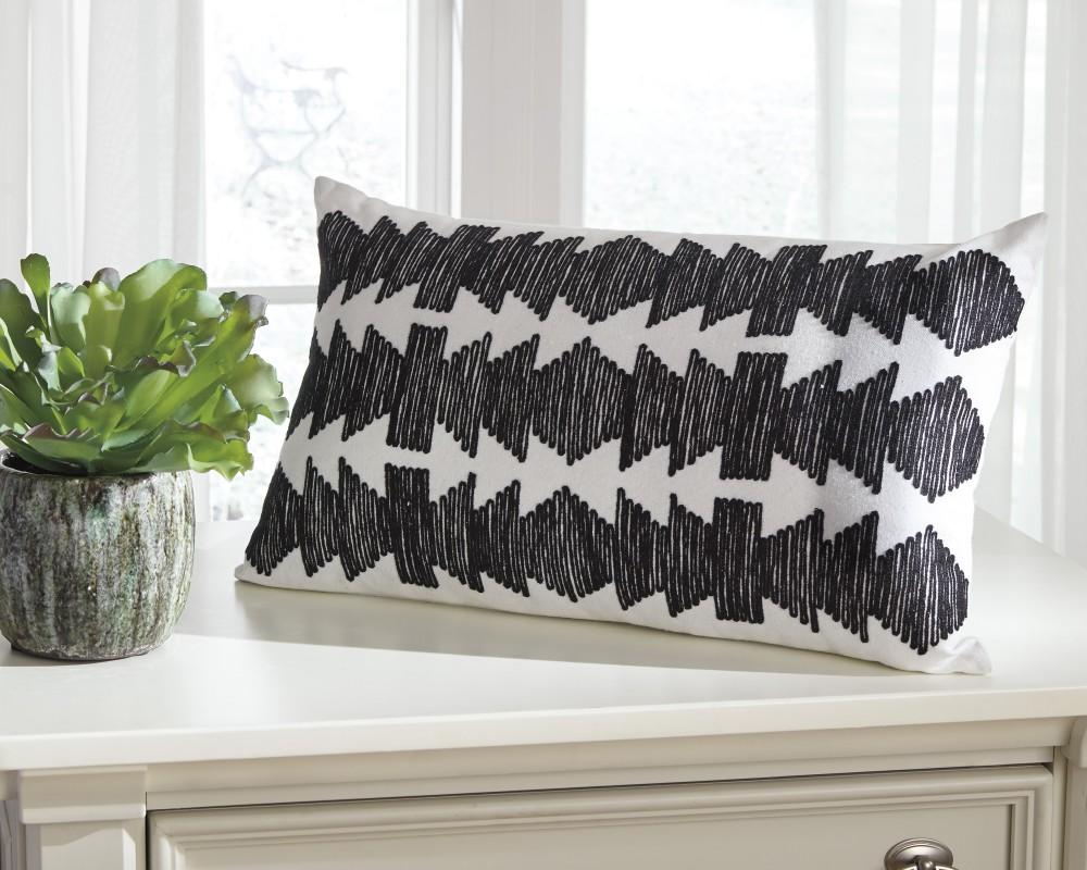 Titus - Black/White - Pillow